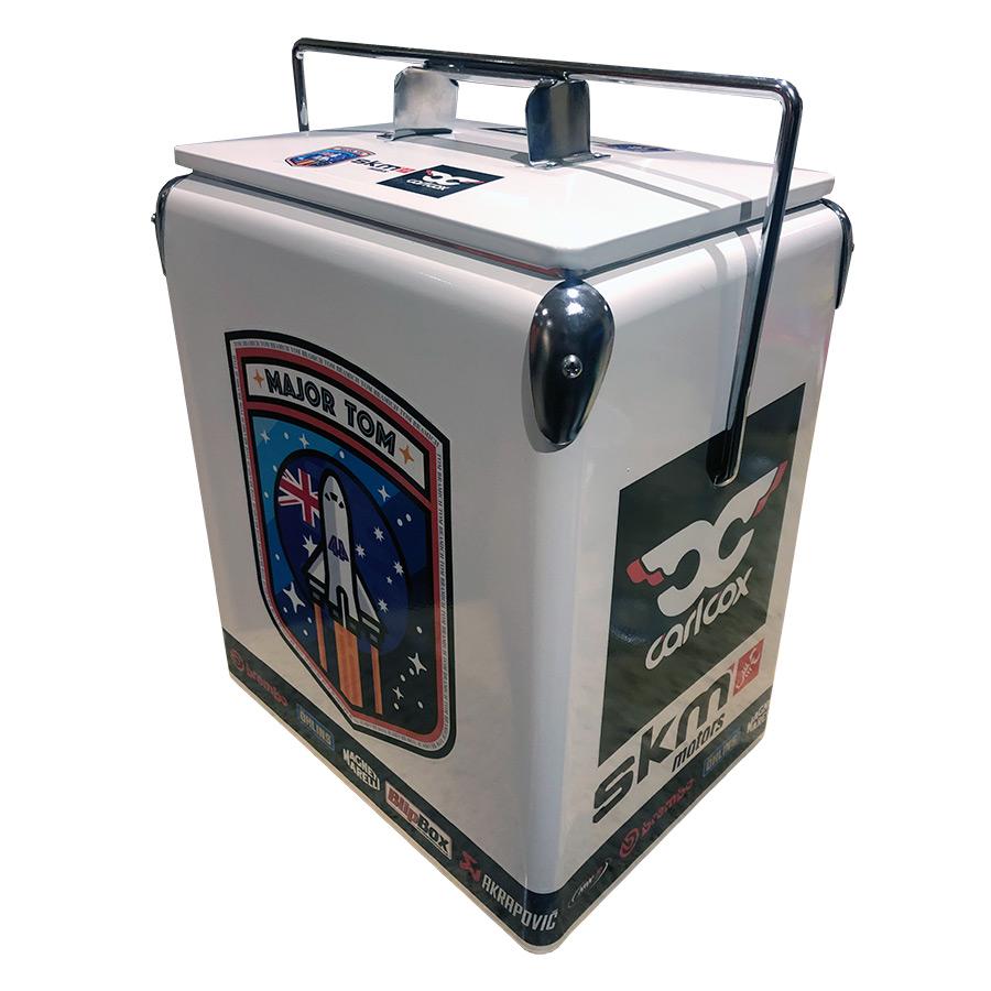 2018 TB44 Retro Esky - 17lt Retro Cooler - Corner 2